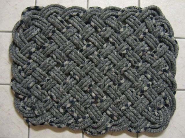 ab3a04e71ae A month ago I started making things out of retired climbing ropes ...